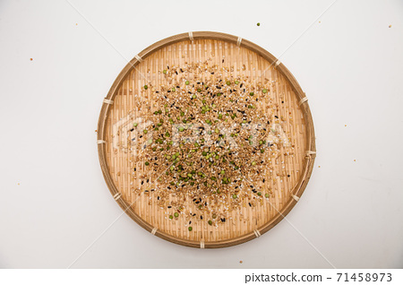 Miscellaneous grains in bamboo dish 71458973