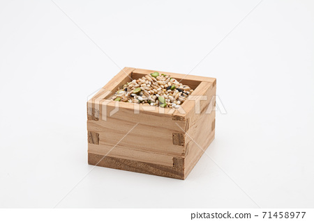 Miscellaneous grains in measure wooden cup 71458977