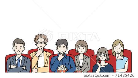 電影院人們看電影 71485426