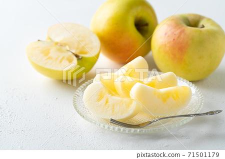 새겨진 사과 군마 명월 71501179