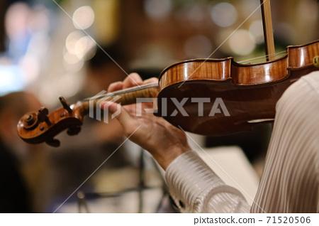 A violinist 71520506