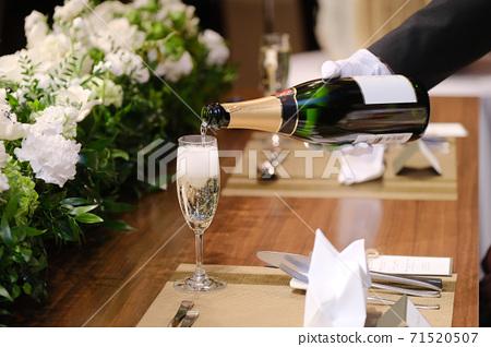 倒香檳 71520507