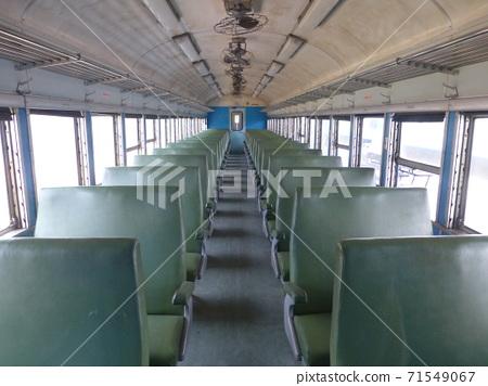 台灣屏東-06/03/2013:台鐵普通車的座位 71549067