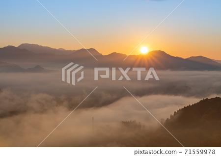 清晨從國分丘看到的壯麗景色雲海和朝日[宮崎縣高千穗鎮] 71559978