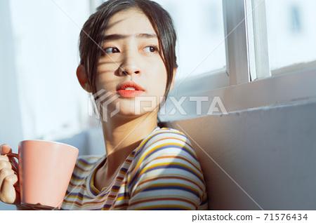 Woman beauty 71576434