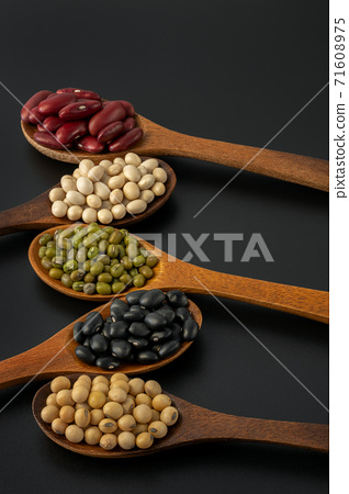 Collection of whole grains seeds isolated on black background. 71608975
