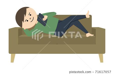 一個人玩在沙發上的智能手機的插圖 71617057