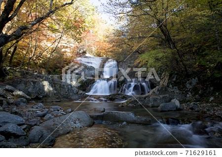 인제군 방태산 이단폭포의 가을 풍경 71629161