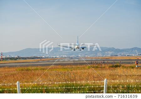 在大阪國際機場伊丹機場降落 71631639