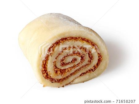 Fresh raw cinnamon roll 71658207
