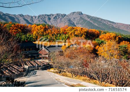 Tongdosa temple Seowoonam at autumn in Yangsan, Korea 71658574