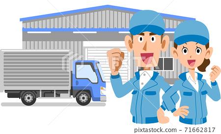 膽量大的男人和女人的上半身擺在倉庫和卡車前 71662817