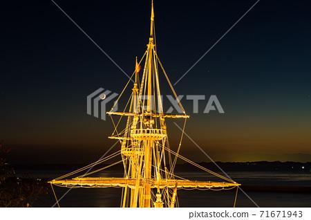 照明修復船San Juan Bautista的桅杆和新月形月亮 71671943