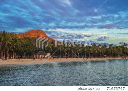 scenery of waikiki beach and diamond head mountain 71673767