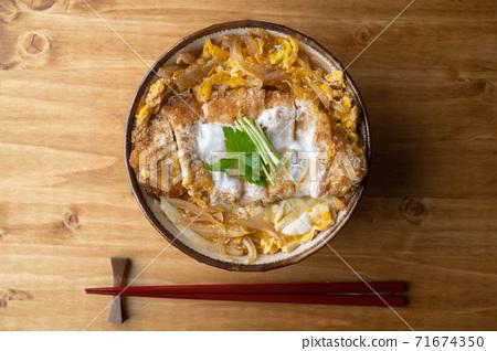 Katsudon, japanse fried pork katsu with egg on rice 71674350