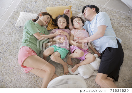 Concept of friendly family, happy family enjoying summer vacation at home 334 71685629