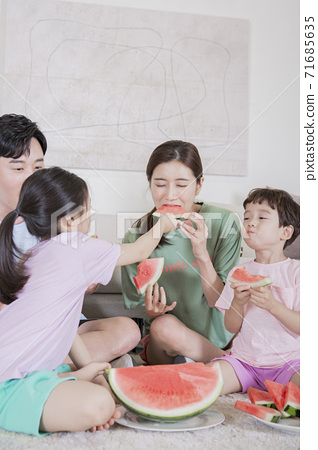 Concept of friendly family, happy family enjoying summer vacation at home 340 71685635