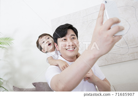 Concept of friendly family, Loving father and cute son 015 71685907