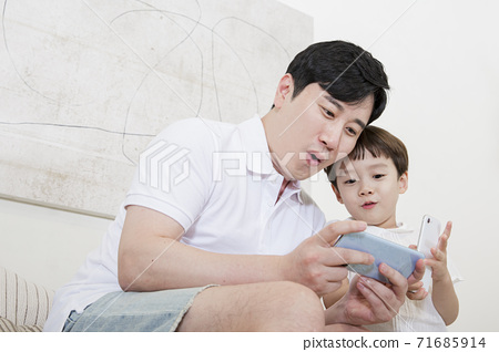 Concept of friendly family, Loving father and cute son 019 71685914
