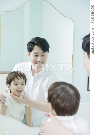 Concept of friendly family, Loving father and cute son 062 71686050