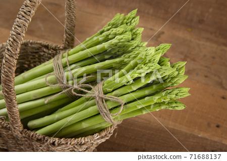 Close up of fresh green asparagus 067 71688137