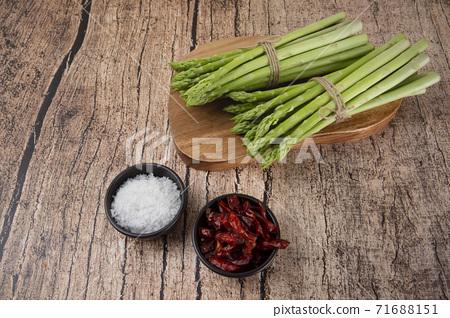 Close up of fresh green asparagus 080 71688151