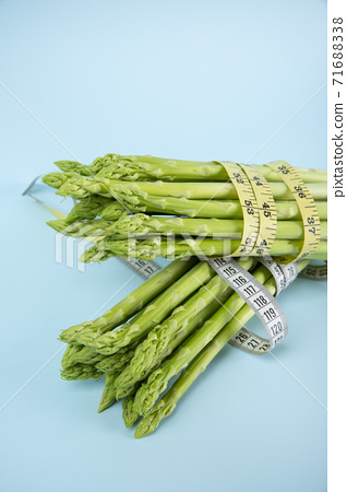 Close up of fresh green asparagus 160 71688338