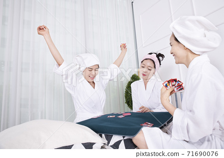 Happiness people lifestyle, smiling active senior ladies 174 71690076