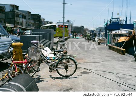 항구 낚시 보트 바다 경치 여름 71692644