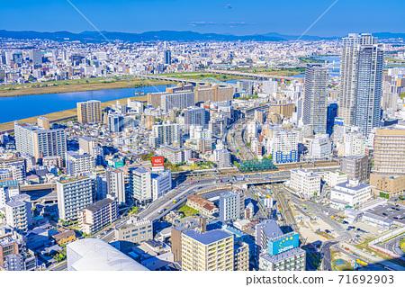 오사카 키타 도시 경관 71692903
