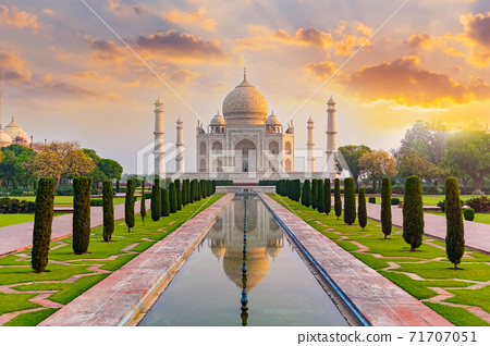 Taj Mahal front view reflected on the reflection pool. 71707051
