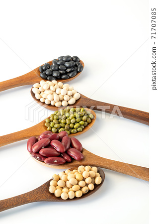 Collection of whole grains seeds isolated on white background. 71707085