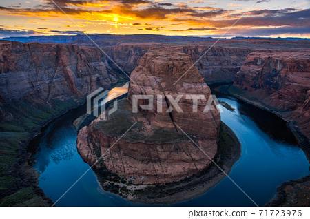 Horseshoe Bend at sunset, Arizona, USA 71723976