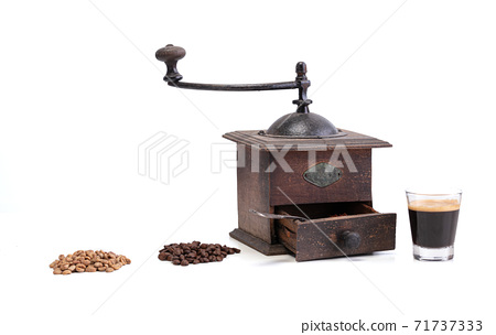 Green coffee, roasted, ground with the grinder and espresso 71737333