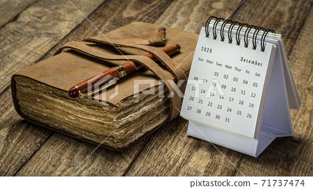 December 2020 - spiral desktop calendar 71737474