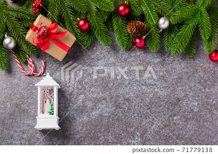 fir tree branches with Xmas decoration and gift box 71779138