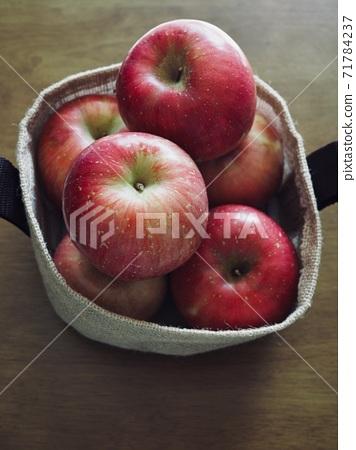 Fresh organic fruit red apple 71784237