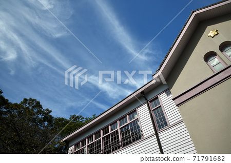 Autumn clouds over the former Fuchu Normal High School 71791682