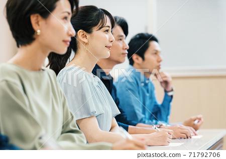 男女參加研討會 71792706