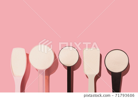 Measuring spoons with collagen powder. 71793686