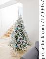 裝飾在房間裡的聖誕樹 71799057