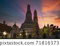 Twilight view of Wat Arun Ratchawararam temple 71816373