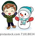 一個高興看到可愛的雪人的男孩 71818634