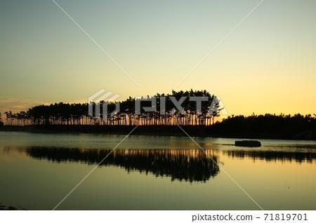 Scenery with sunset, Unyeo Beach 71819701