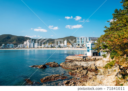 View of Songjeong beach and Jukdo Park in Busan, Korea 71841011