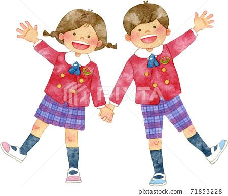 孩子們穿著微笑著手的製服 71853228