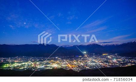 오 마치시와 알프스의 야경 (11 월 · 매 사냥 산보다) 71856034