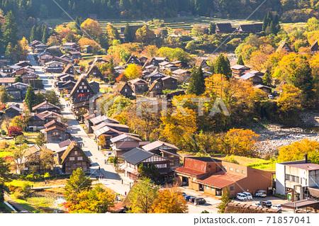 《Gifu Prefecture》 Autumn Shirakawa-go, autumn leaves gassho-zukuri village 71857041