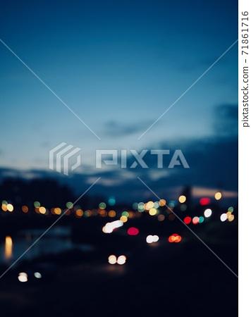 散焦的城市景 71861716