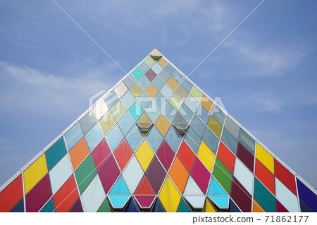 삼각형 유리건물 71862177